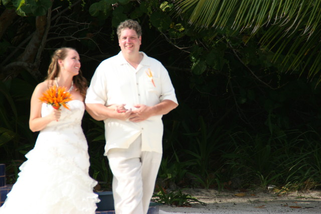 moments before the wedding in Belize with wedding planner romantictravelbelize.com
