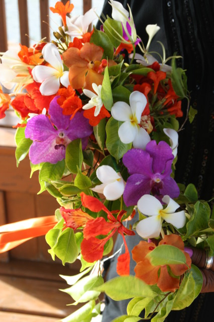 Wedding floral arrangement in Belize with romantictravelbelize.com