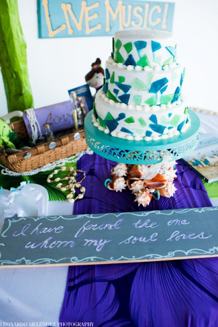 Wedding cake in Belize with romantictravelbelize.com