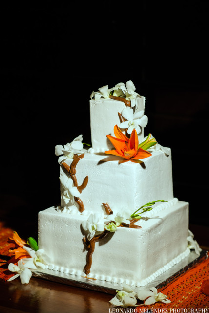 Elegant Beauty in a wedding cake organized by Belize wedding planner romantictravelbelize.com